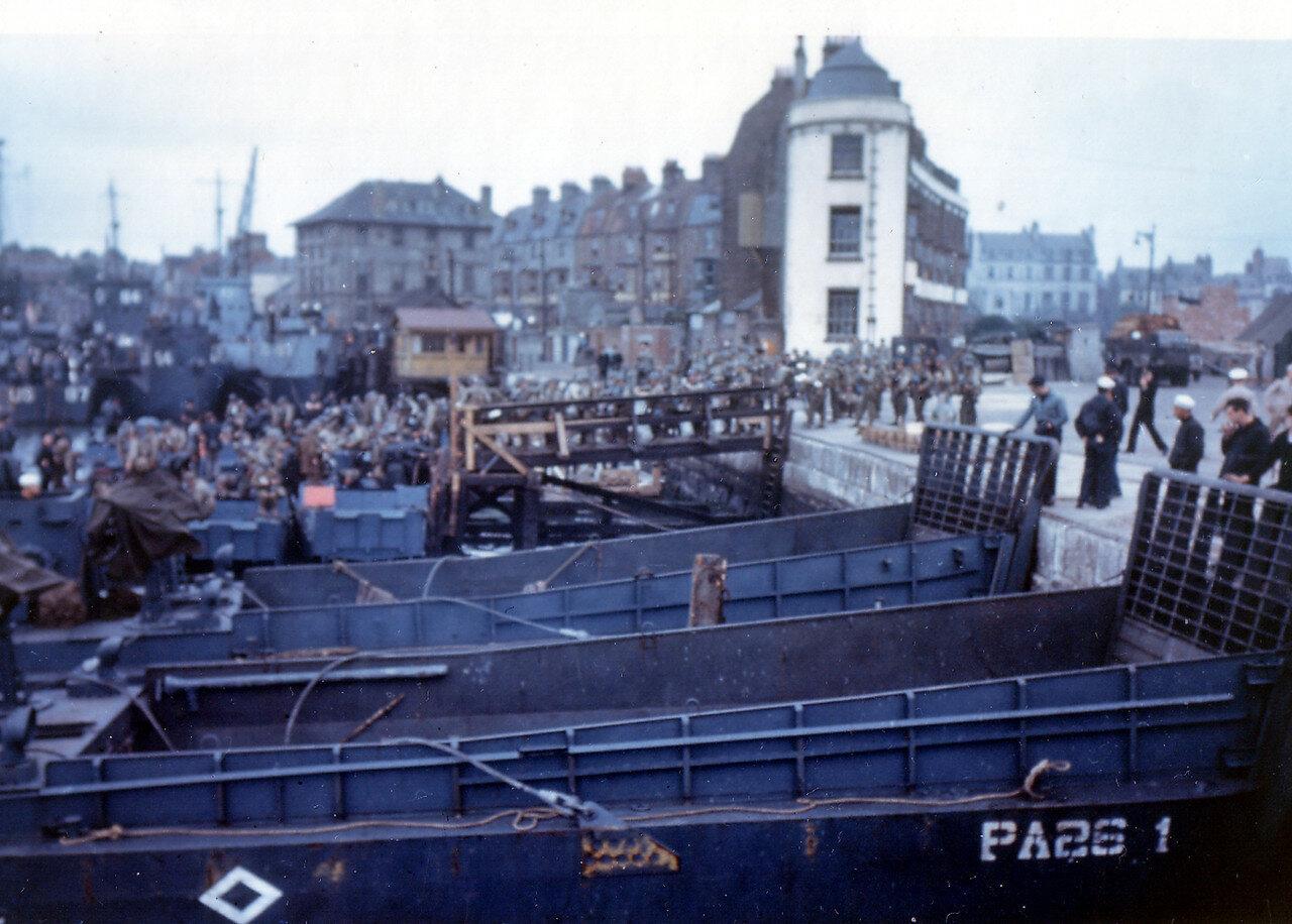 07. Великобритания. Погрузка на корабли в начале июня 1944. Операция Оверлорд