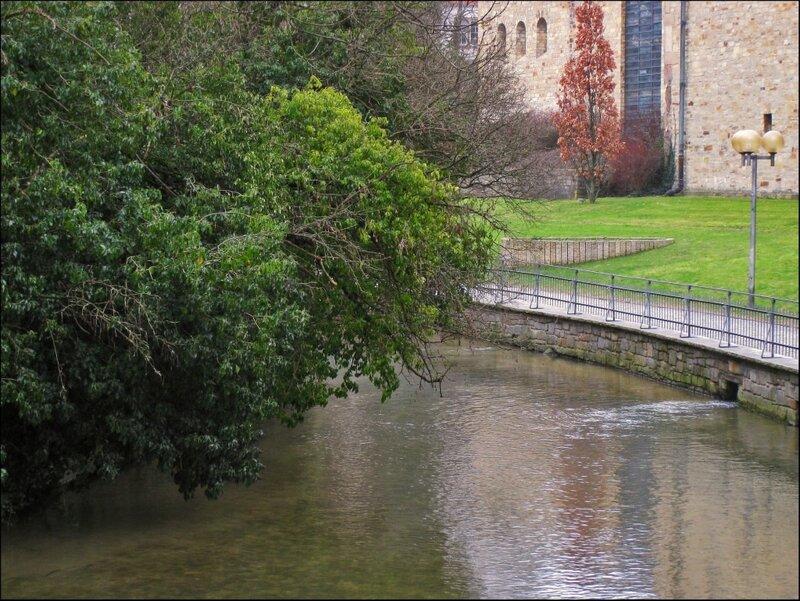 Берега реки Падер рядом с Кафедральным собором Падерборна