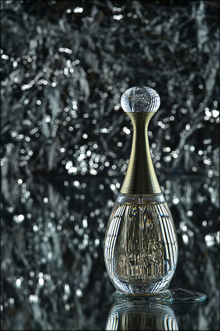 Фотографии стекла. Пузырьки с духами. Фотограф Кирилл Кузьмин http://color-foto.com/