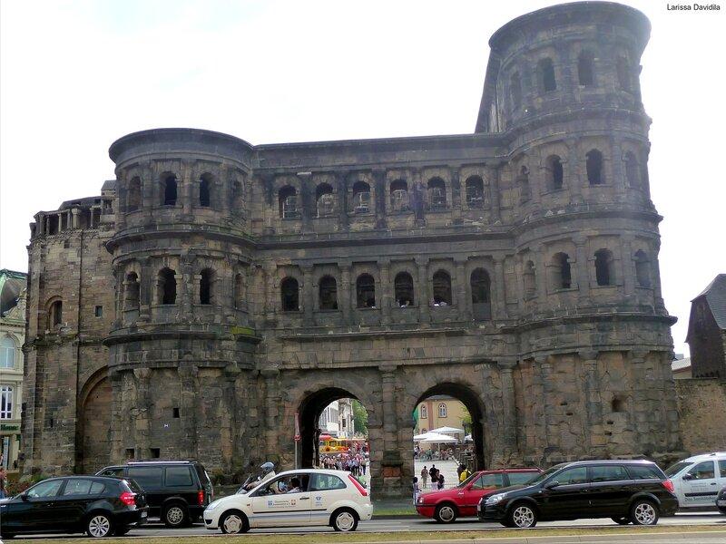 Trier. Чёрные ворота - Porta Nigra.(214)