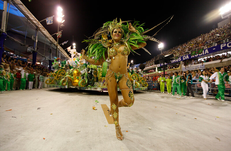 Батман и рокко большой бразильский карнавал, порно он подглядывал когда она ебалась