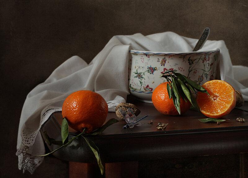 Стрекоза и мандарины