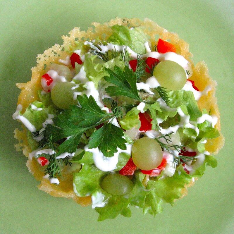 Салат в корзиночке из сыра. Новогоднее настроение