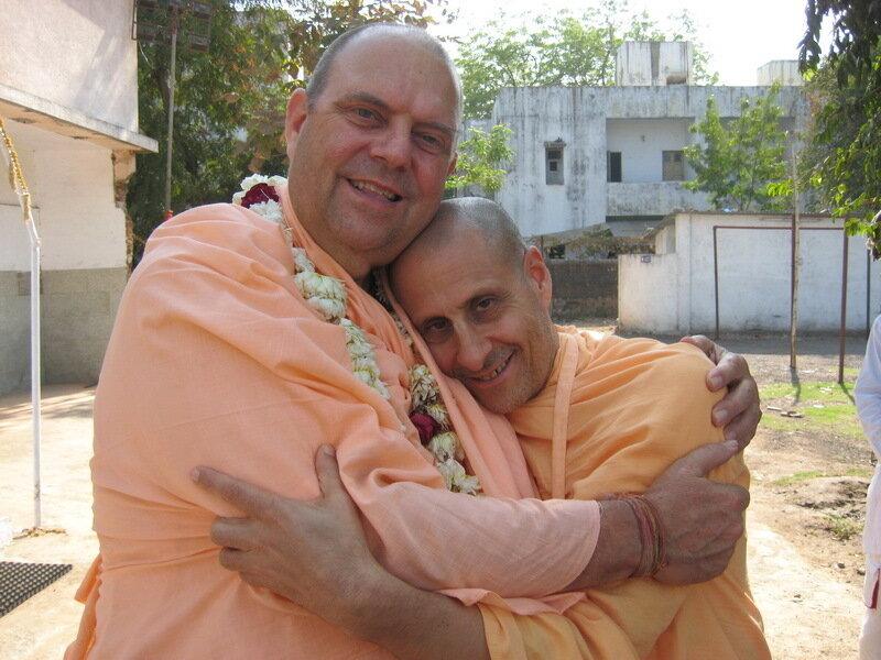 Два махараджа - Шрила Джаяпатака Свами и Шрила Радханатха Свами,  Vidyanagara, Индия