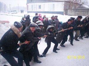 Традиционная русская забава - перетягивание каната!