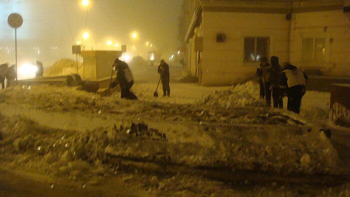Владивосток, узбеки, уборка снега