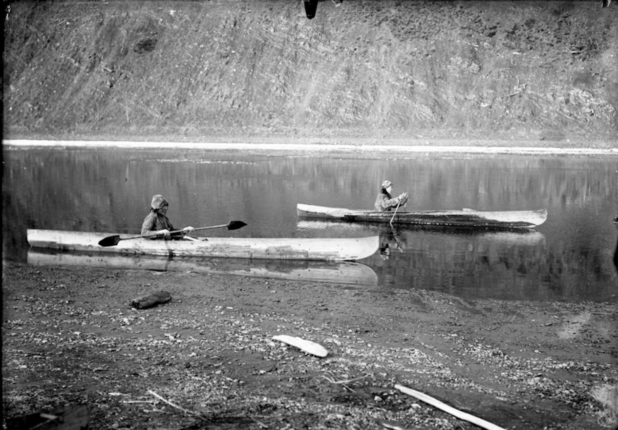 Юкагиры на лодках. Река Коркодон, 1901