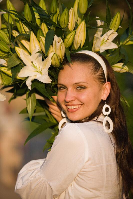 Девушка с букетом лилий фото, цветов ульяновск
