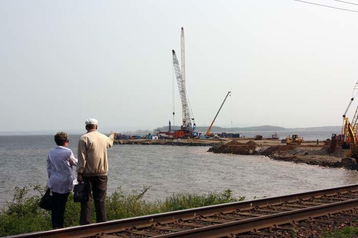 Владимир Раков на стройке моста на Де-фризе