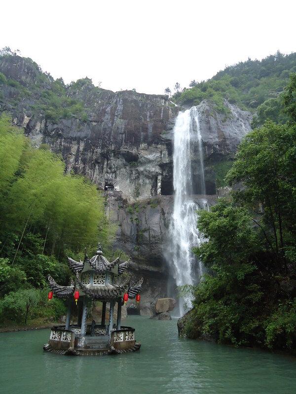 Наверху за водопадом - Пещеры Драконихи