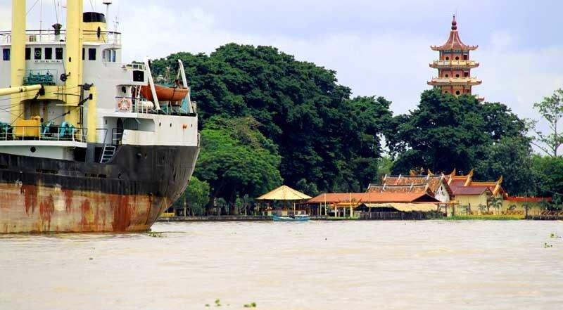 Храм на острове Кемаро (Ю.Суматра)