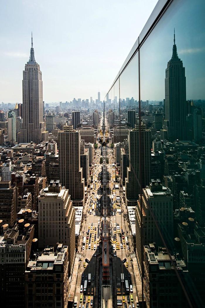 1. Взгляд на 6-ю авеню в сторону One World Trade Center.