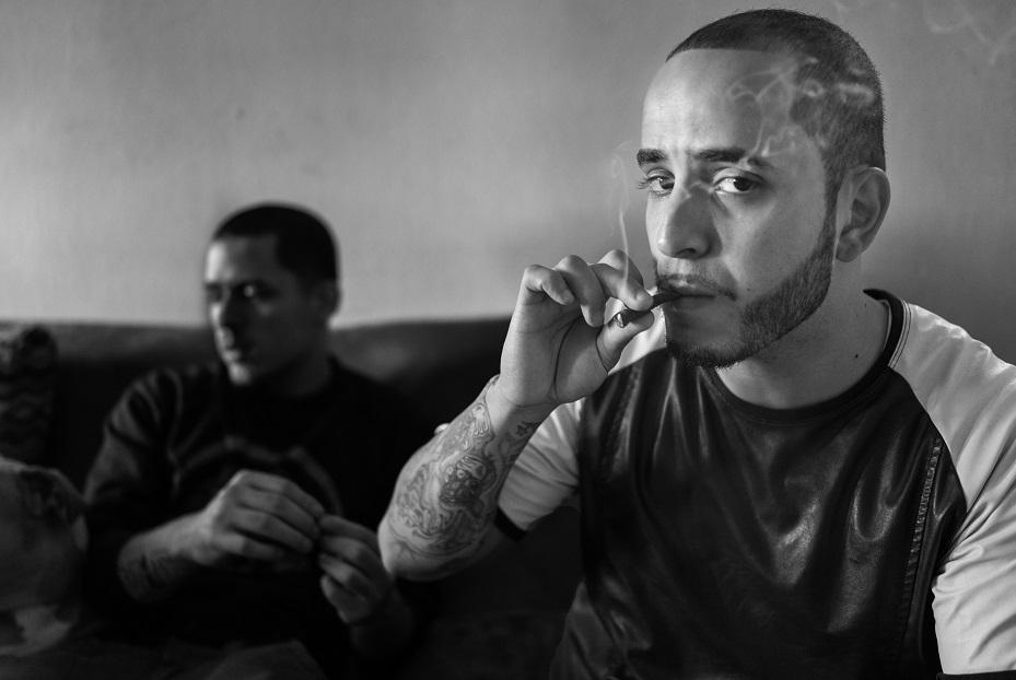 Деметрий курит марихуану. Месяц назад его выпустили из тюрьмы, где он провел три года.
