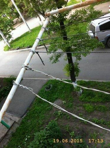 Ну а тут блатная работа - верёвочки новые натянуть.