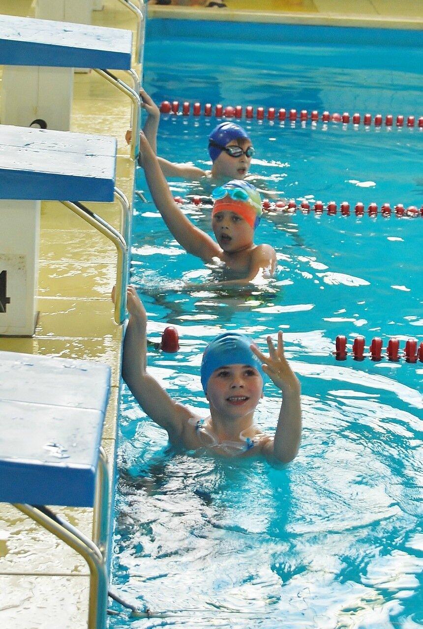 Юные пловцы.