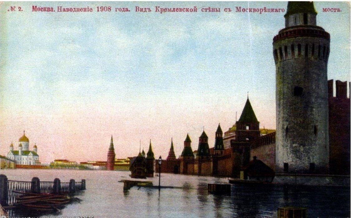 Наводнение 1908 года. Вид Кремлевской стены с Москворецкого моста