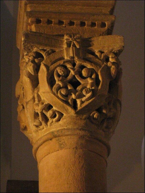 Капитель колонны в капелле св. Варфоломея