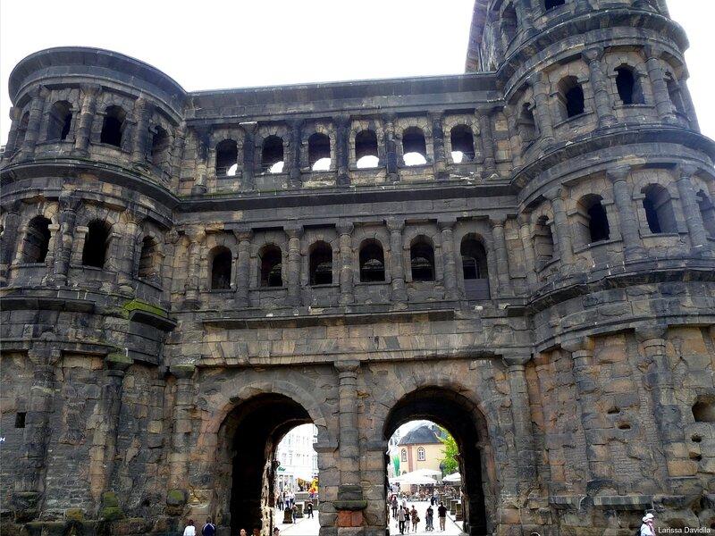 Trier. Чёрные ворота Porta Nigra.(209)