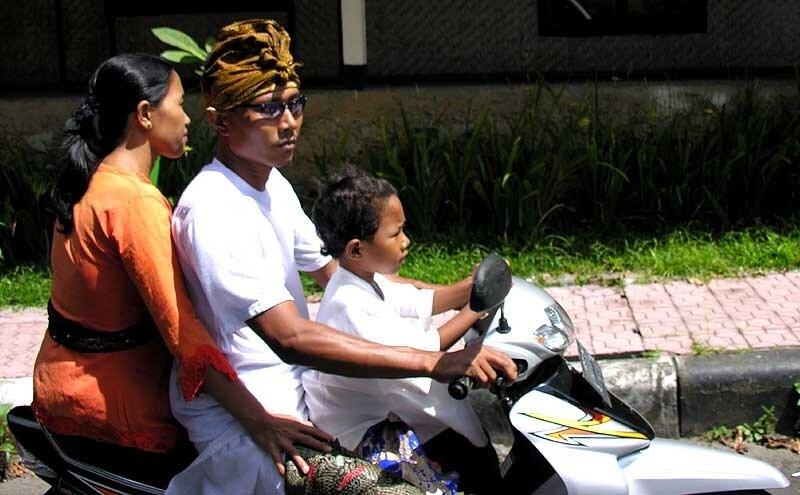Балийцы на мотоциклах