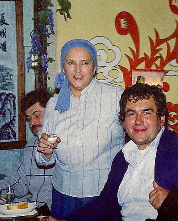 Нонна Мордюкова и Стас Садальский в китайском ресторане.