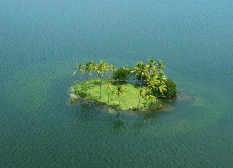 маленький островок в океане