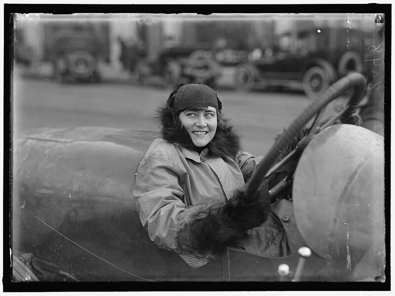 ретро фото,1915, гонщица