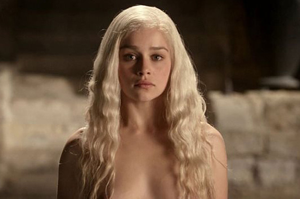 «Мать драконов» Эмилия Кларк против «порно» наэкране