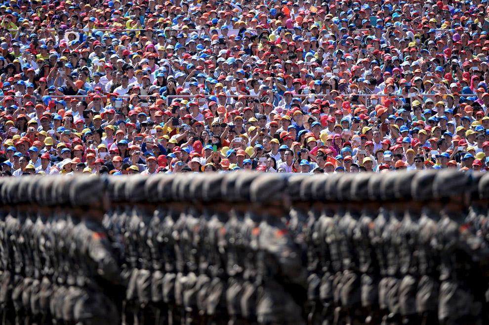 10. Военные медсестры во время парада в Пекине, 3 сентября 2015. (Фото Damir Sagolj | Reuters):