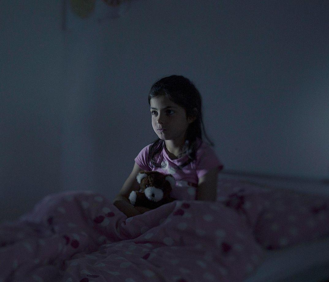 2. Девятилетняя Фатима живет в Норберге, Швеция. Каждую ночь ей снится, что она падает с лодки. Посл