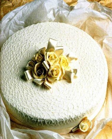 Как украсить свадебный торт