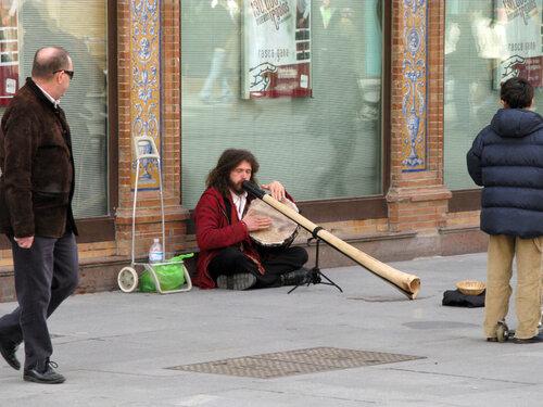 Сидячий музыкант