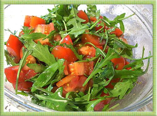 Салатик из помидор и руколы