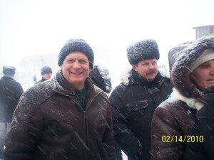 И такая погода бывает на Масленицу!Зрителям метель не страшна! Шумилин Владимир и Лифанов Николай.