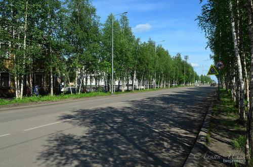 Фотография Инты №7748  Улица Кирова в восточном направлении в районе перекрёстка с улицей Чайковского  21.06.2015_13:36