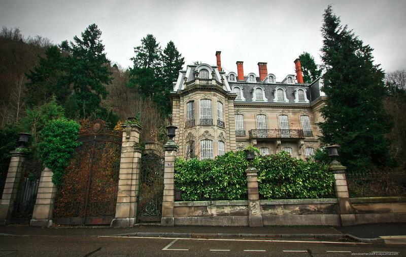 Abandone chateau Lumiere, France