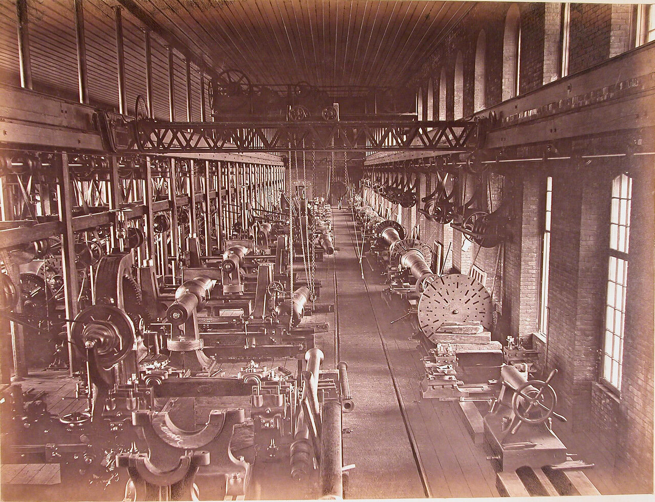 09. Внутренний вид пушечно-отделочной мастерской № 11 завода