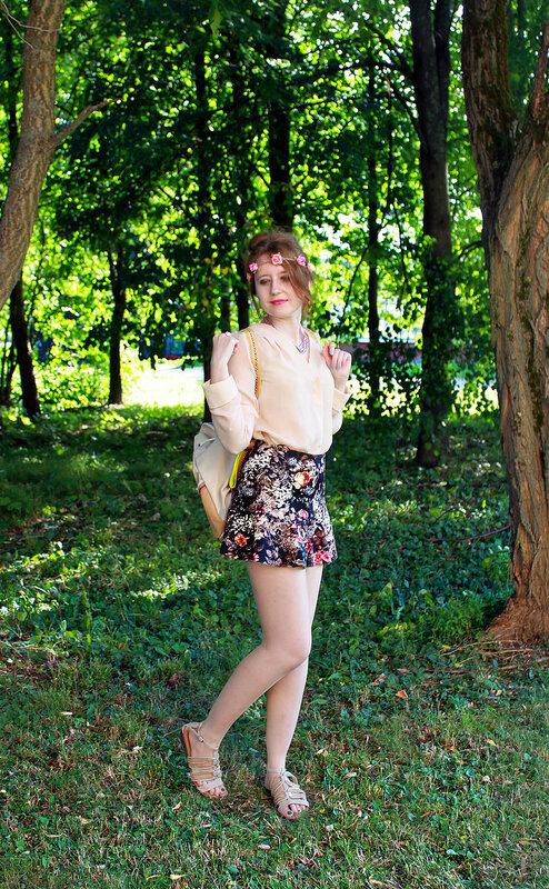 Блузка - H&M, юбка - Pull&Bear, рюкзак - River Island