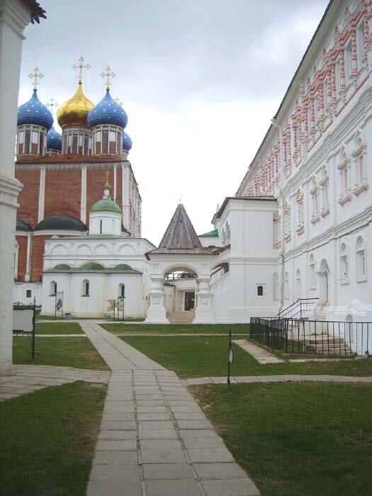 Дворец Олега и Успенский собор