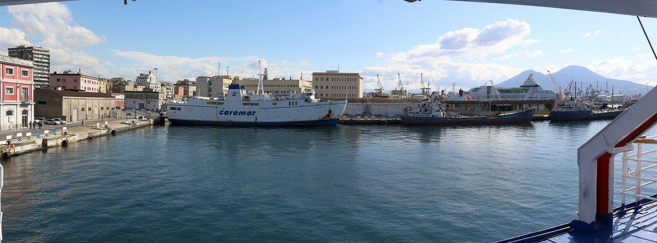 Неаполь. Паромый порт  (Napoli Porta di Massa)