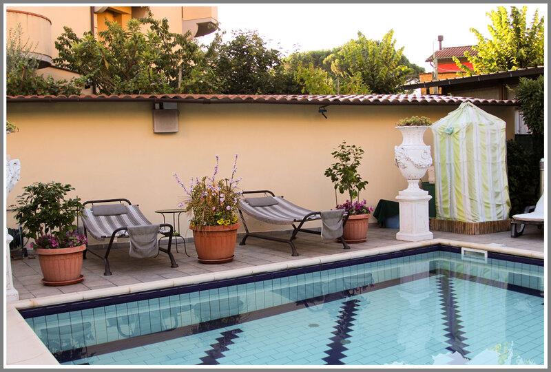 бассейн в отеле Монтекатини