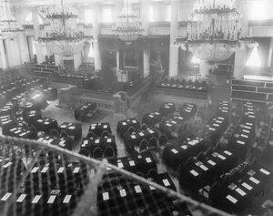 Временный зал заседаний Государственного совета в зале Дворянского депутатского собрания. 1906 г.