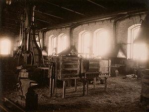 Вид кузнечного участка в одном из цехов мастерской.