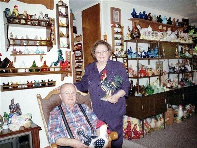 Рекорд самой обширной коллекции предметов, связанных с курицей, принадлежит паре Сесилу и Джоан Диксон (Cecil&Joann Dixon). В коллекции насчитывается 6 505 предметов, которые они собрали за 40 лет.