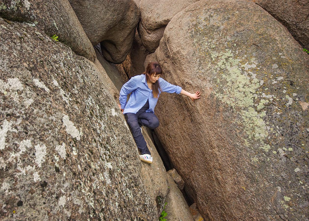 На скалах