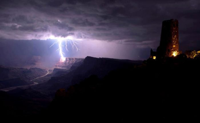 Красивые фотографии молний в самых разных местах и ситуациях 0 a551a b5b02267 orig