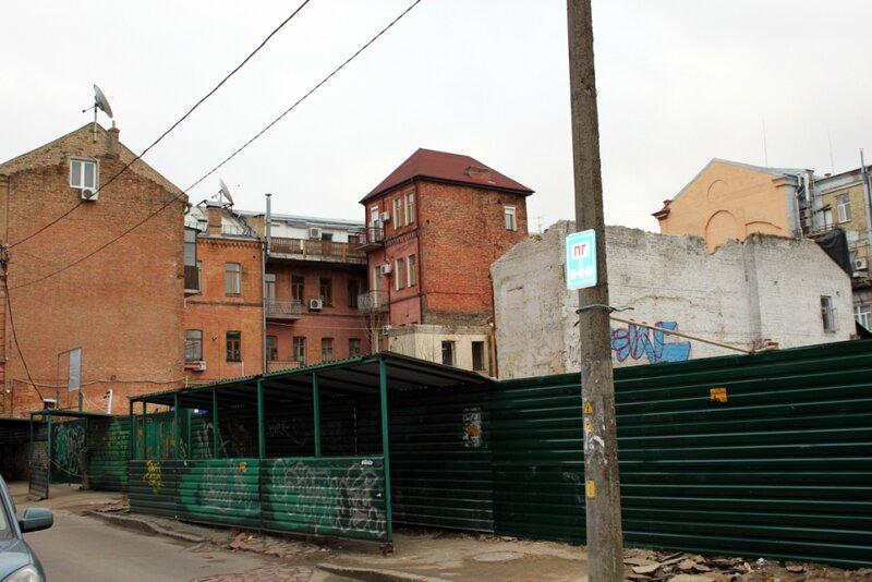 Снос домов в Десятинном переулке