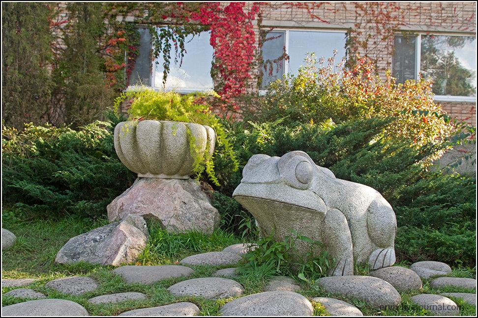 Каменный охранник на входе
