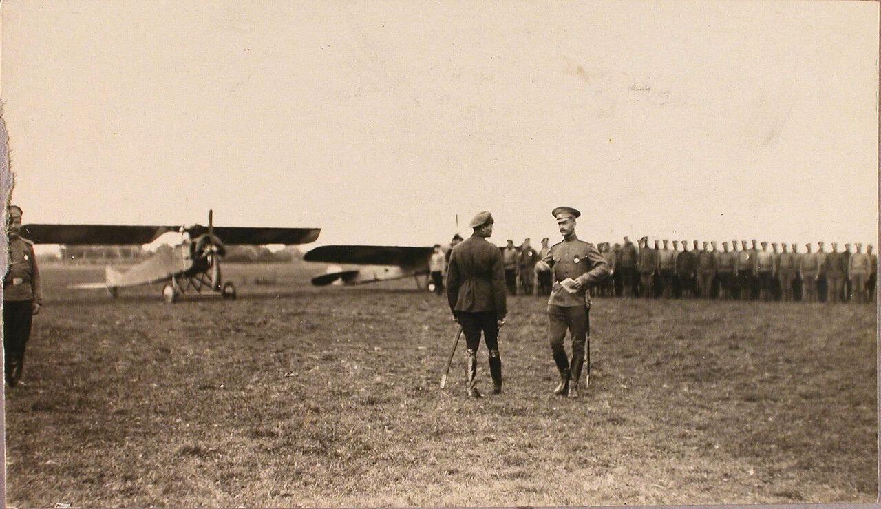42. Группа солдат и офицеров авиаотряда во время церемонии вручения Георгиевских медалей. 1915. Рига