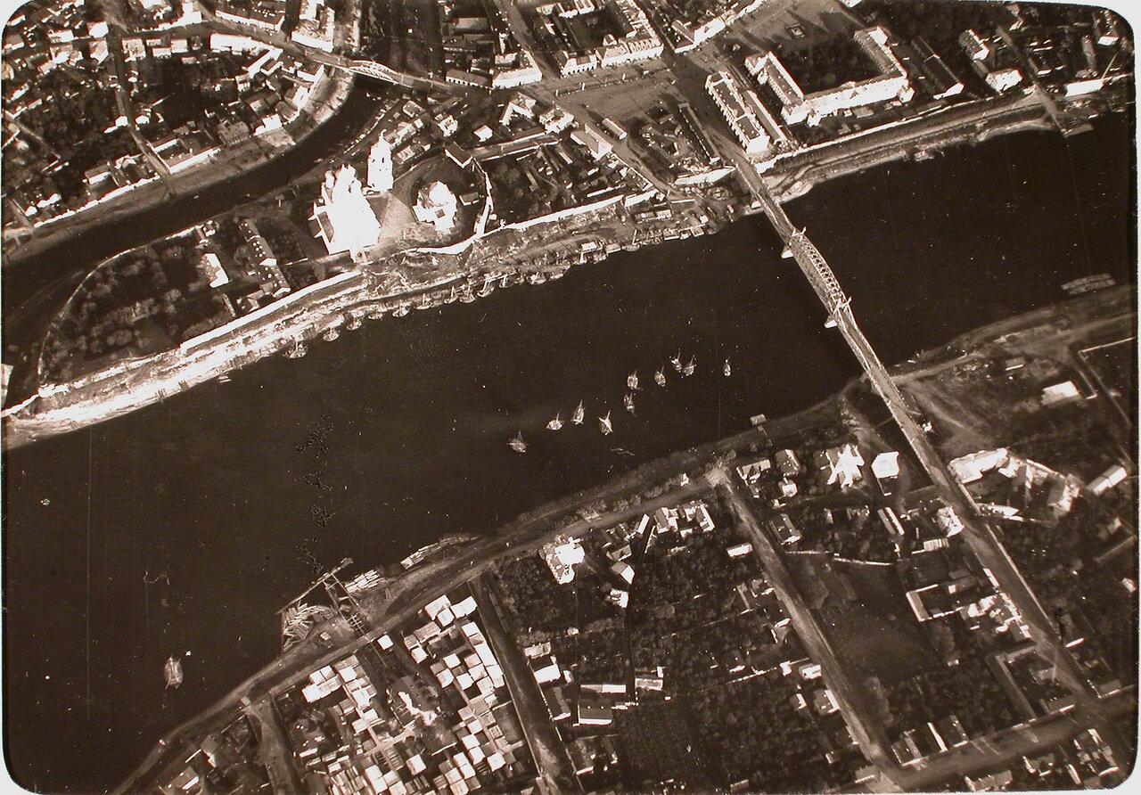 10.Вид на центральную часть города и Ольгинский мост через р. Великую, снятые учеником - фотографом нижним чином во время полёта. Псков