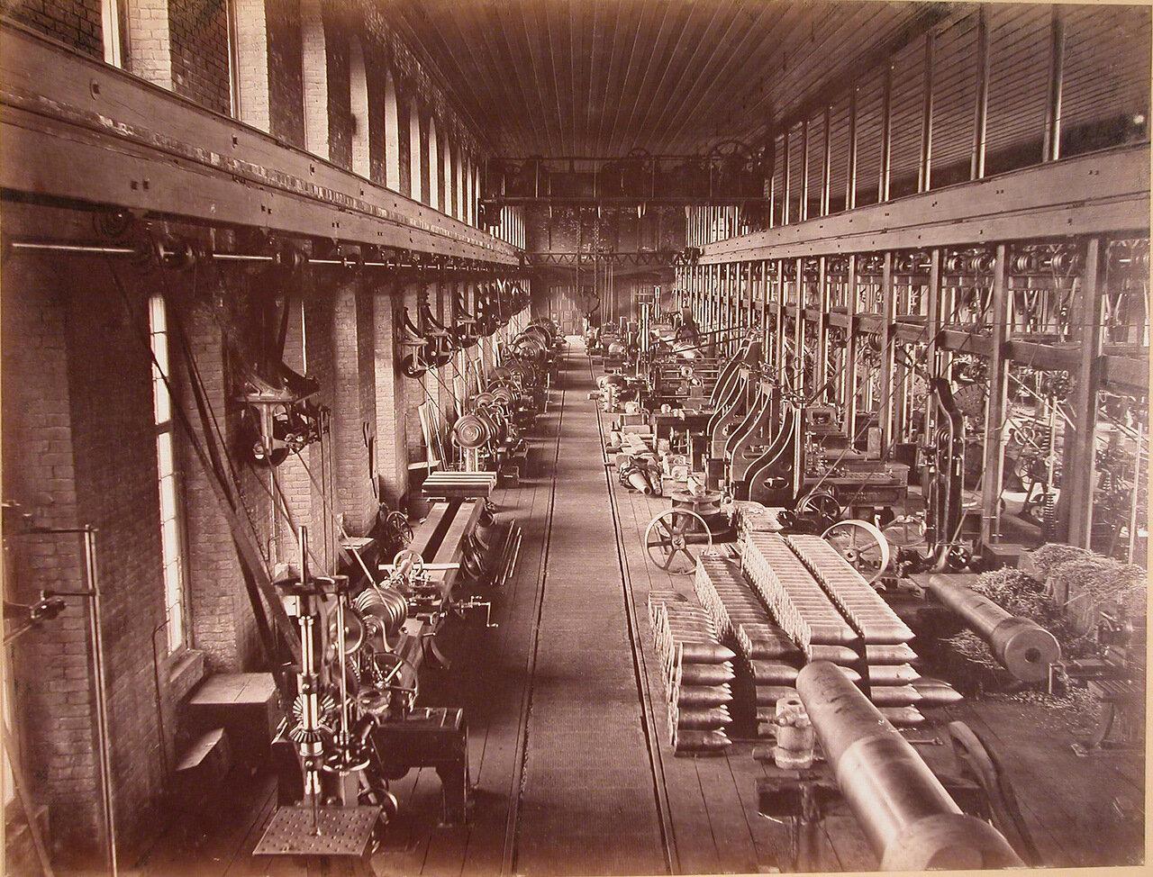 10. Внутренний вид пушечно-отделочной мастерской № 11 завода